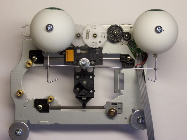 Fully-assembled googly-eyes mechanism, top view