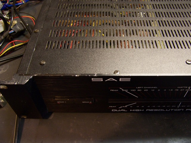 SAE A202 amplifier with scratched case