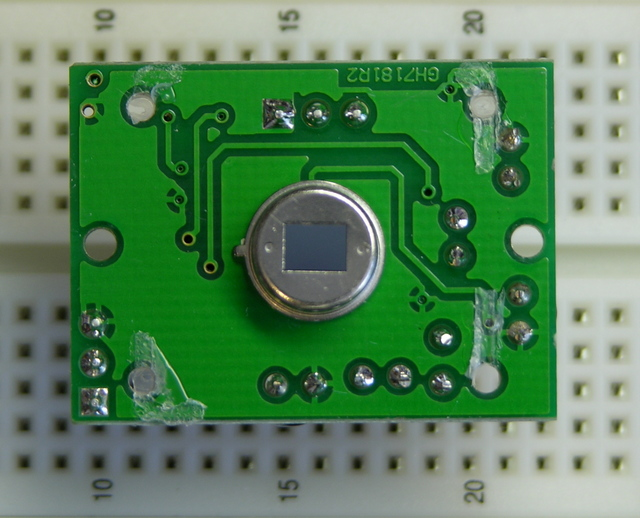Parallax pyroelectric sensor