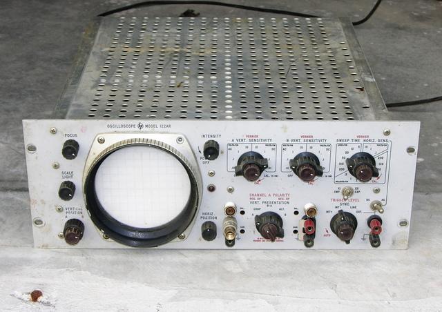 HP 122AR rackmount oscilloscope