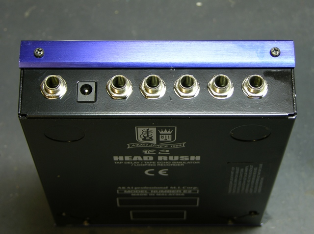 Akai Headrush E2 Delay/Loop controller rear panel