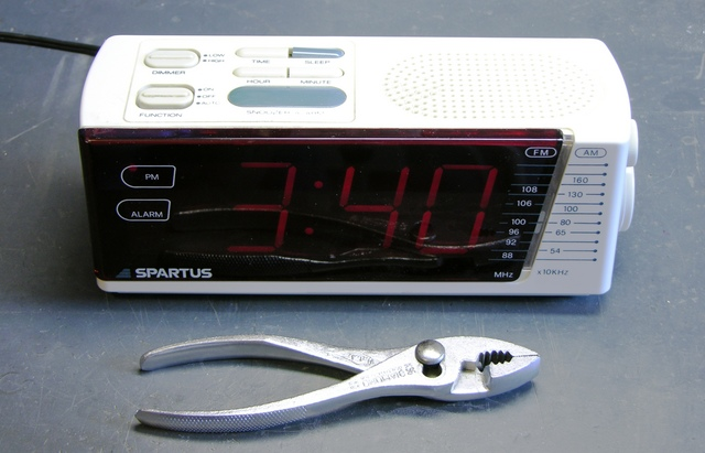 Spartus clock radio