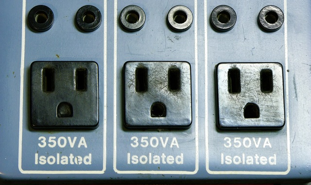 5-15R receptacles with one grounding hole plugged