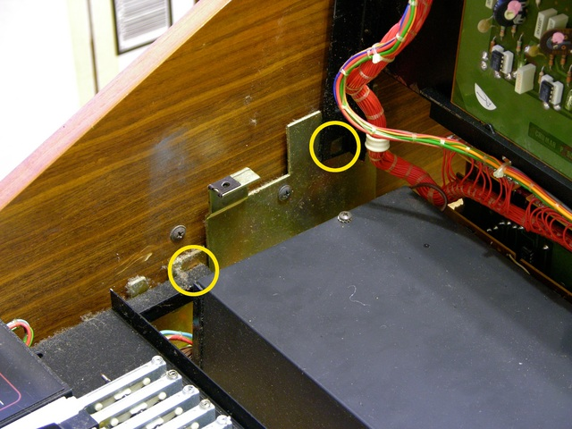 Crumar T2 organ interior, showing hinges on upper and lower manuals