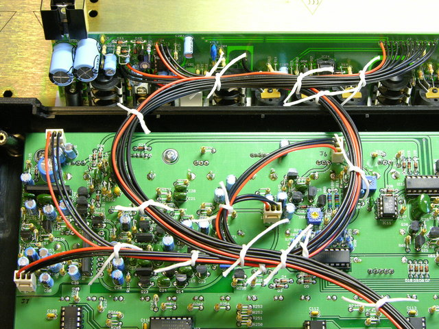 Cable routing inside x0xb0x