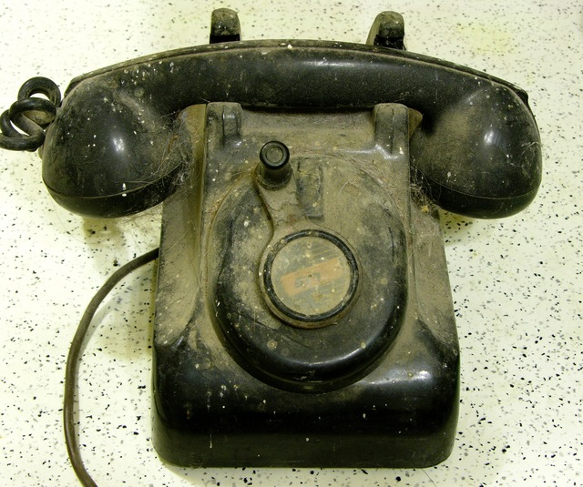 Rotary crank telephone, dirty