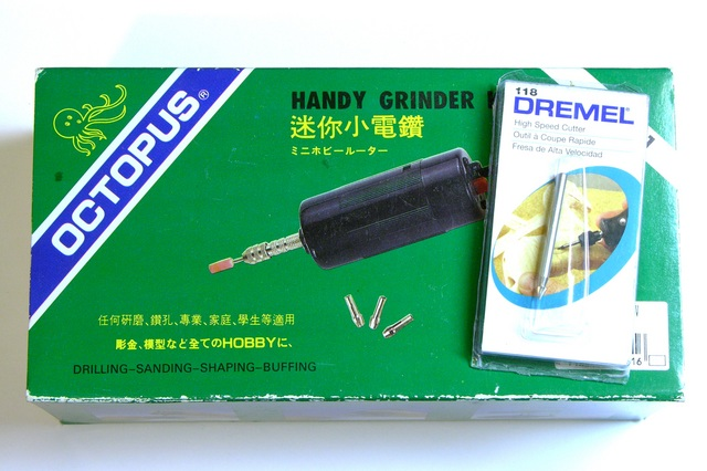 Handy grinder and Dremel bit packaging