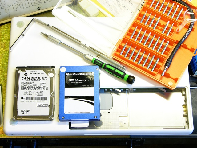 MacBook with dead hard drive and new solid state drive