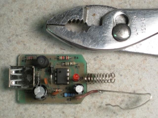 Automotive USB power adapter, interior