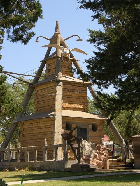Garden of Eden, Lucas, KS: mausoleum