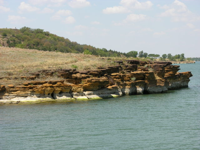 Wilson Lake, KS: water's-edge paths and bluffs