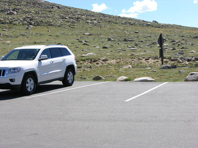 Rocky Mountain National Park: Forest Canyon overlook parking
