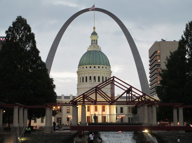 The Old St. Louis County Courthouse and Arch from Kiener Plaza